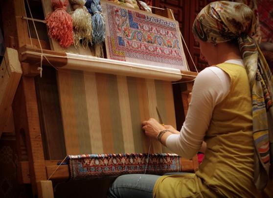 Persian Kashan carpet weaver